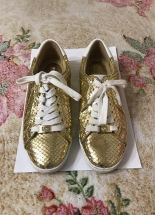 Кожаные кроссовки кроссовки кожаные цвет золото kors