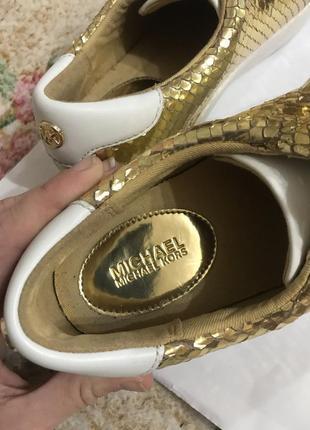 Кожаные кроссовки кроссовки кожаные цвет золото kors4 фото