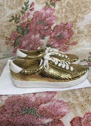 Кожаные кроссовки кроссовки кожаные цвет золото kors5 фото