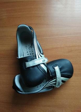 Шкіряні відкриті туфлі, кросівки, закриті сандалі