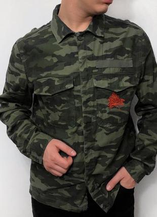Рубашка милитари с принтом