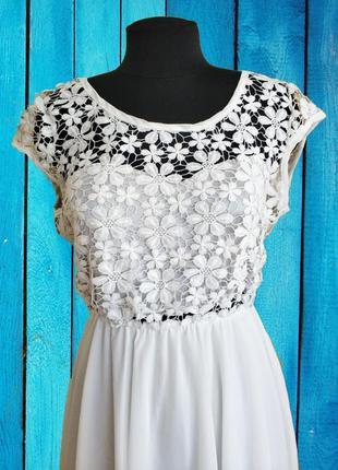 Шикарне білосніжне плаття з кружевом