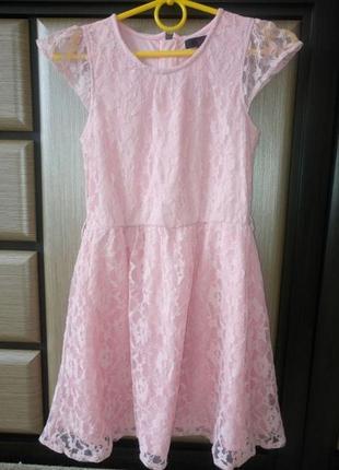 Платье нарядное пудровое гипюр
