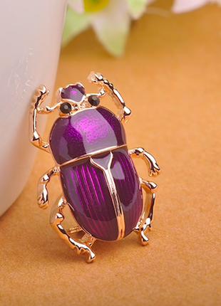 Очень милые жуки скарабеи, фиолетовый и золото