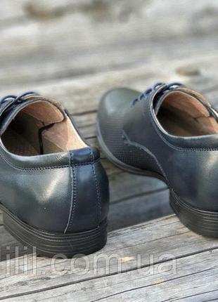 Мужские летние туфли кожаные модельные на шнурках в дырочку черные4 фото