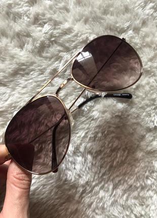 Очки с коричневыми стёклами капельки