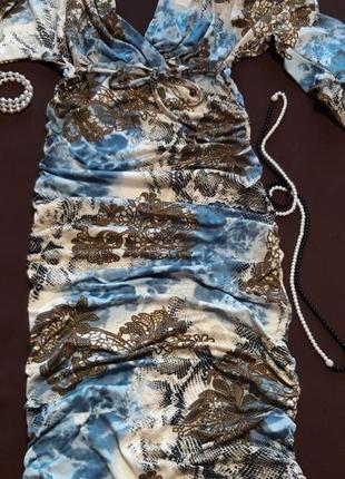 Обалденное платье с оригинальным принтом
