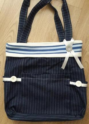 Супер красивая сумка летняя на подкладке. есть внутренние карманы. застежка- молния.
