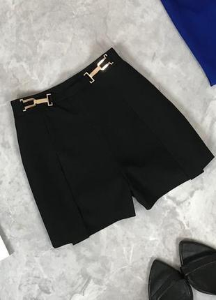 Базовые шорты с золотой фурнитурой на поясе  pn1919132 lipsy