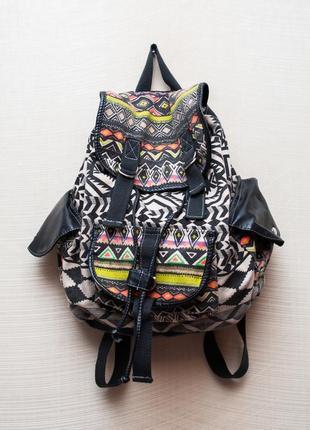 Яркий летний городской рюкзак этно мотивы