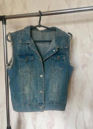 Коттоновая жилетка под джинс