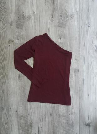 Женский свитер топ с открытым плечем