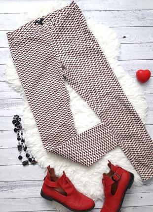 Брюки h&m, джинсы, джегинсы, бежевые с красным в мелкий орнамент