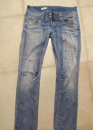 Джинсы рваные прямые бренд pepe jeans
