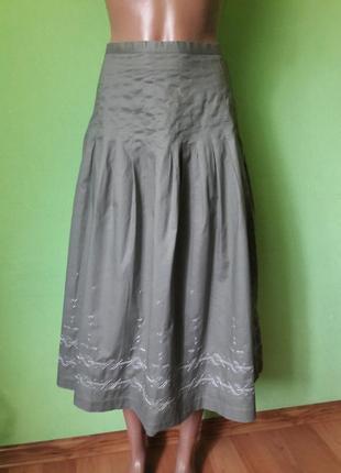Красивая юбка с вышивкой