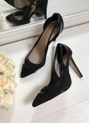 Базові туфлі carvela