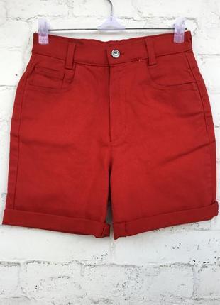Червоні стрейчеві шорти на високій посадкі