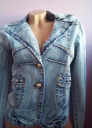 Стильный джинсовый пиджак1 фото