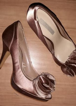 Туфлі zara шоколадні класичні золоті коричневі на високому каблуці зара босоножки