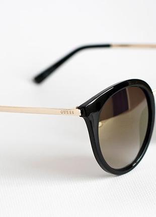 Солнцезащитные женские очки guess