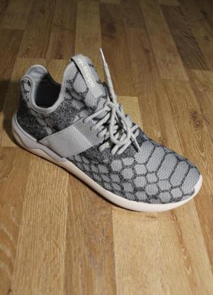 Шикарні кросівки adidas tubular runner snake primeknit