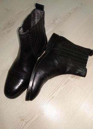 Стильные идеальные  кожаные ботинки челси на низком каблукеvito rossi