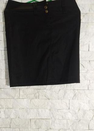 Черная юбка по колено