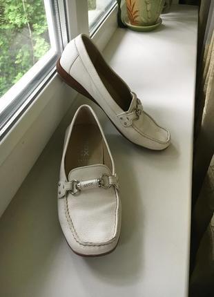 Кожаные белые туфли на платформе geox