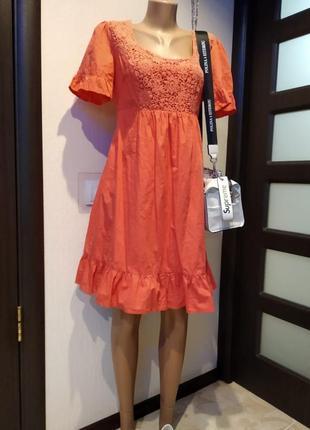 Отличное летнее коралловое платье мини с кружевом