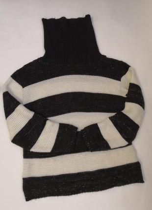 Красивый свитер - гольф made in italy с люрексовой нитью