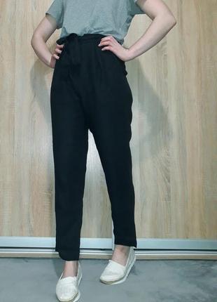 Свободные  льняные брюки на высокой посадке с присобранным поясом ровного кроя  globus1 фото