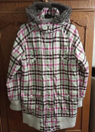 Брендовая демисезонная, удлиненная, цветная куртка с капюшоном на меху.