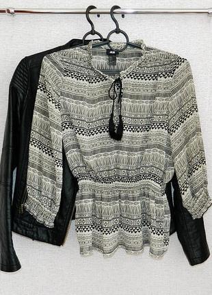 Блуза с модным принтом