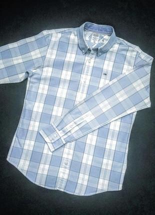 Брендовая рубашка.