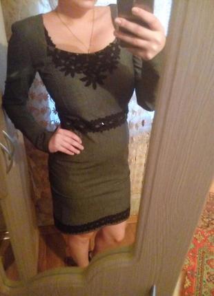Классическое отличное платье