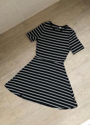 Женское новое летнее платье в полоску солнце клёш в рубчик сарафан чёрно белого цвета мини