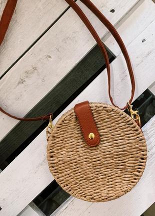 Трендовая круглая соломенна сумка в наличии
