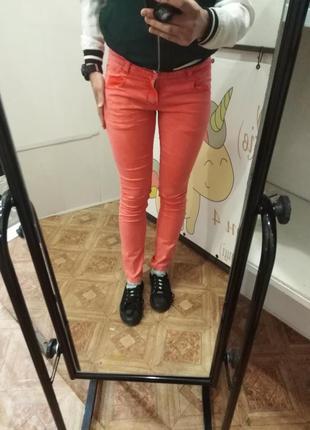 Офигенные сягкие яркие штаны, модного цвета