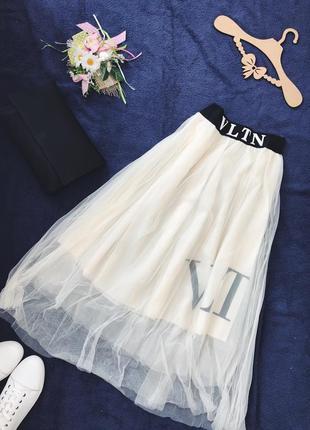 Чёрная базовая юбка макси плиссе фатин со слоганом valentino7 фото