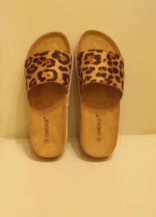Леопардовые шлепанцы