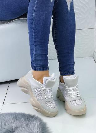 Стильные кросы в наличии
