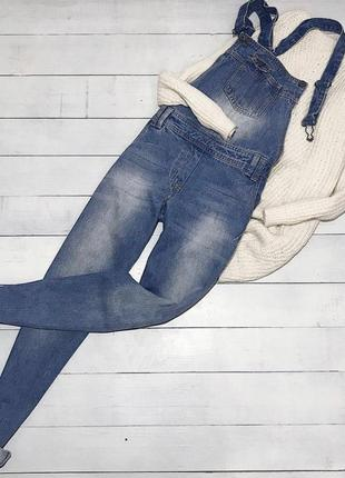 Стильный джинсовый комбинезон из качественного денима