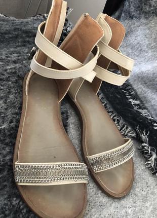 Стильние греческие сандали