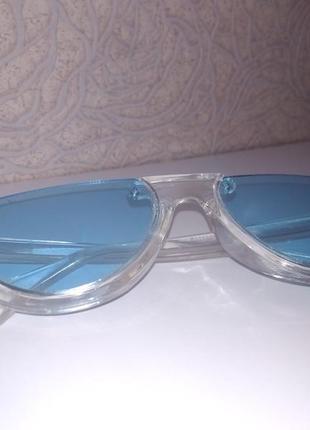 Трендовые универсальные очки с цветным стеклом.
