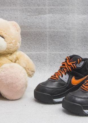 Кроссовки кожаные детские nike размер 22 стелька 13 см состояние хорошее
