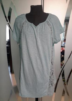 Нежная футболка с кружевными вставками
