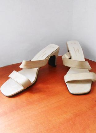 Фирменные босоножки / шлепанцы на каблуке marks & spencer, р.40 код l4003