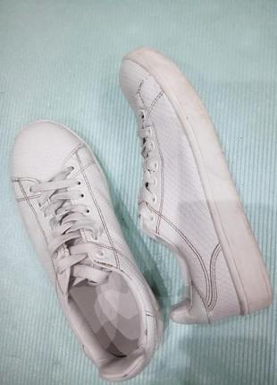 37р.|23 см. белые кроссовки - слипоны с принтом под рептилию