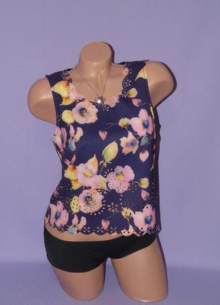 Блузочка в цветочный принт с перфорацией