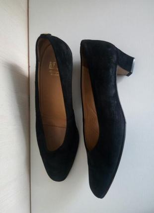 Натуральные замшевые туфли на широком каблуке 5см